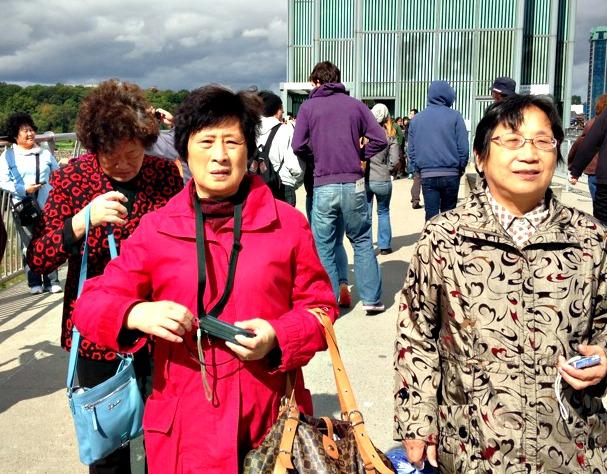 Niagara Falls Tourists