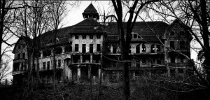 6 Intensely Thrilling Haunted Houses