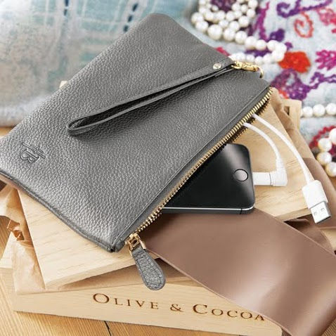 Olive & Cocoa Hayden_Leather_Charging_Clutch